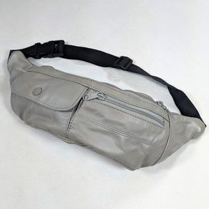 VtgGray Faux leather multi compartment fanny pack